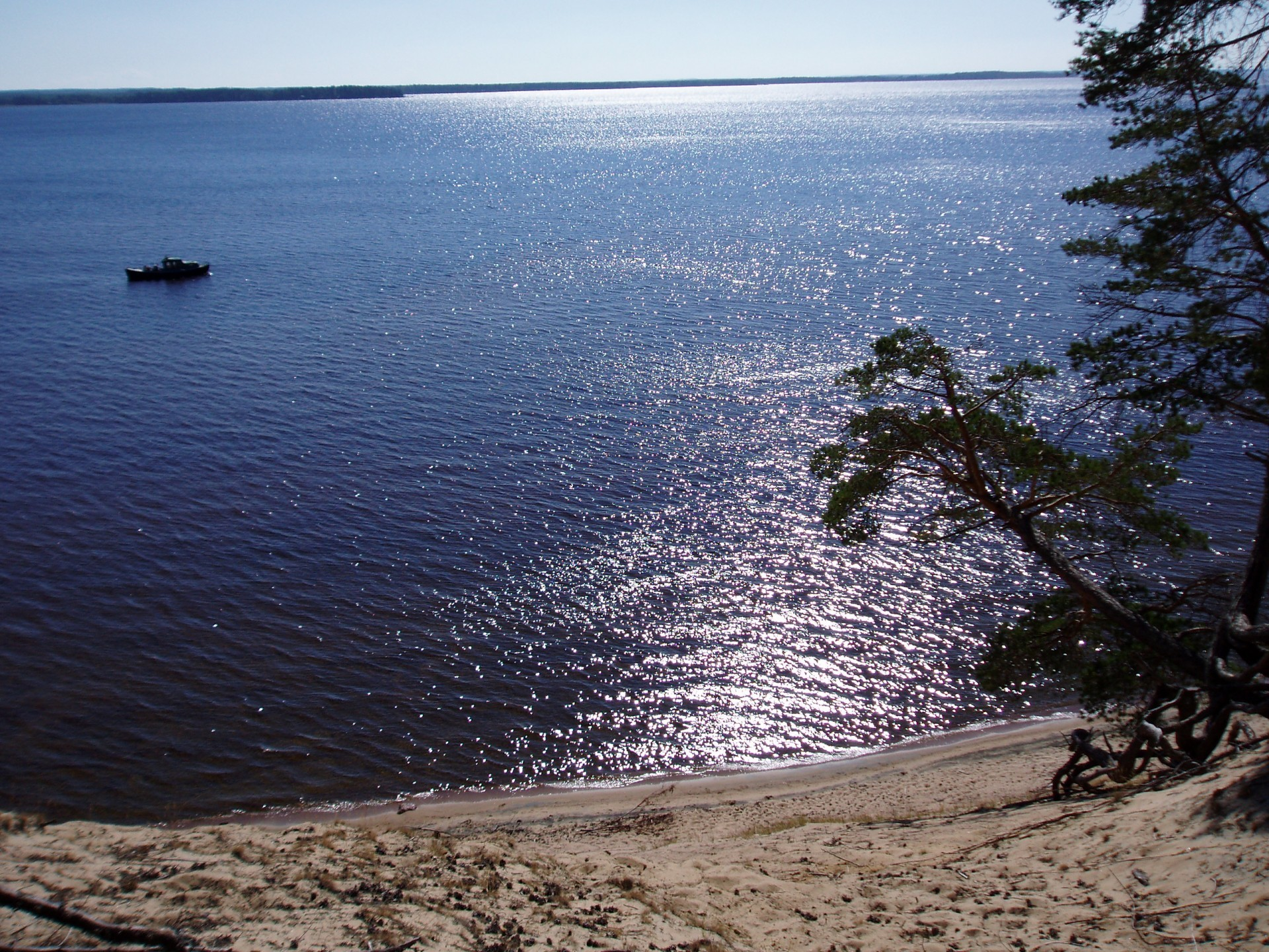 Oulujärvellä oli vielä 1980-luvulla puurunkoisia keskimoottoriveneitä, mutta nykyisin ne ovat melko harvinaisia.