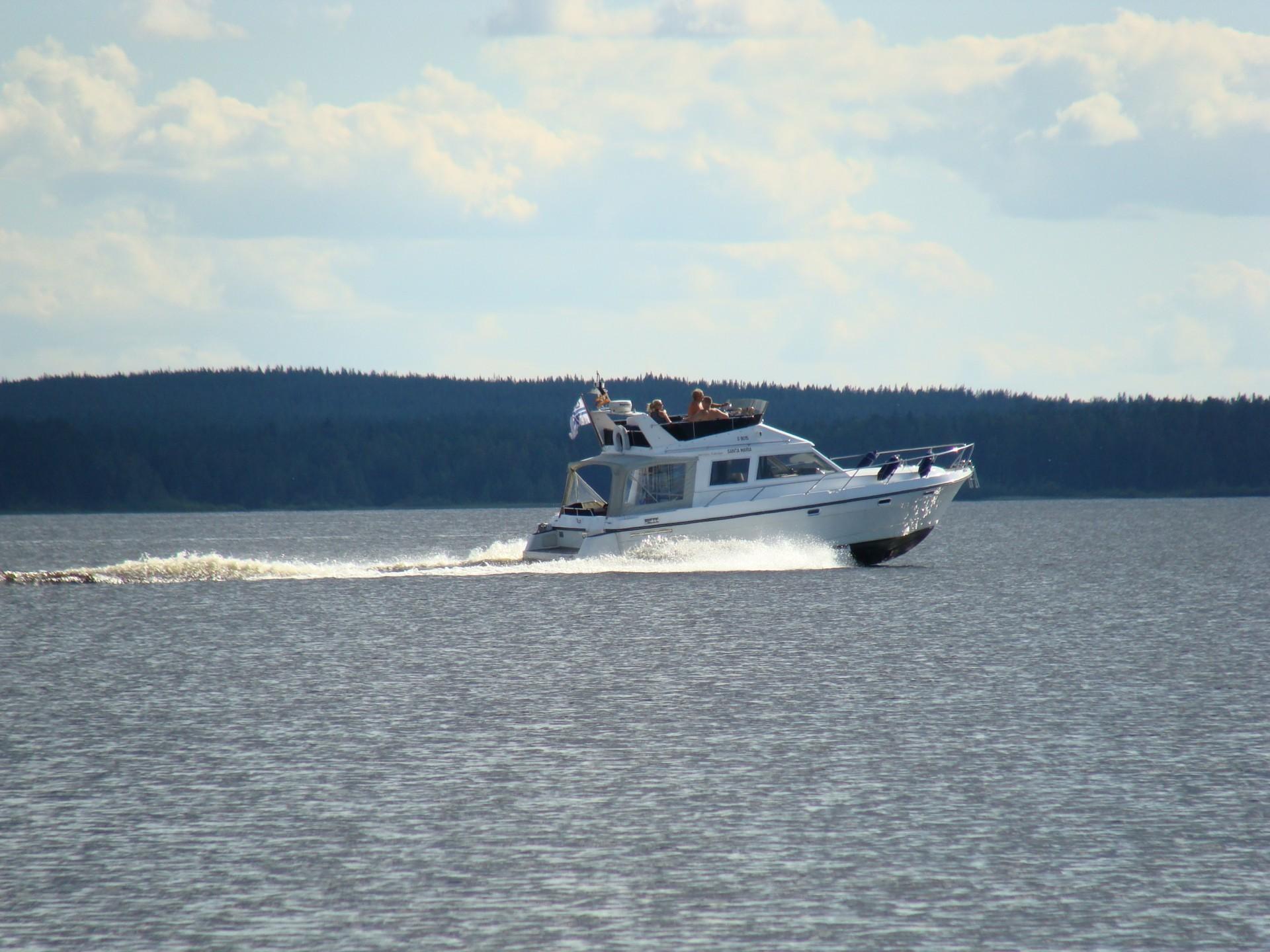 Suuria huviveneitä Oulujärvellä on vielä melko vähän.