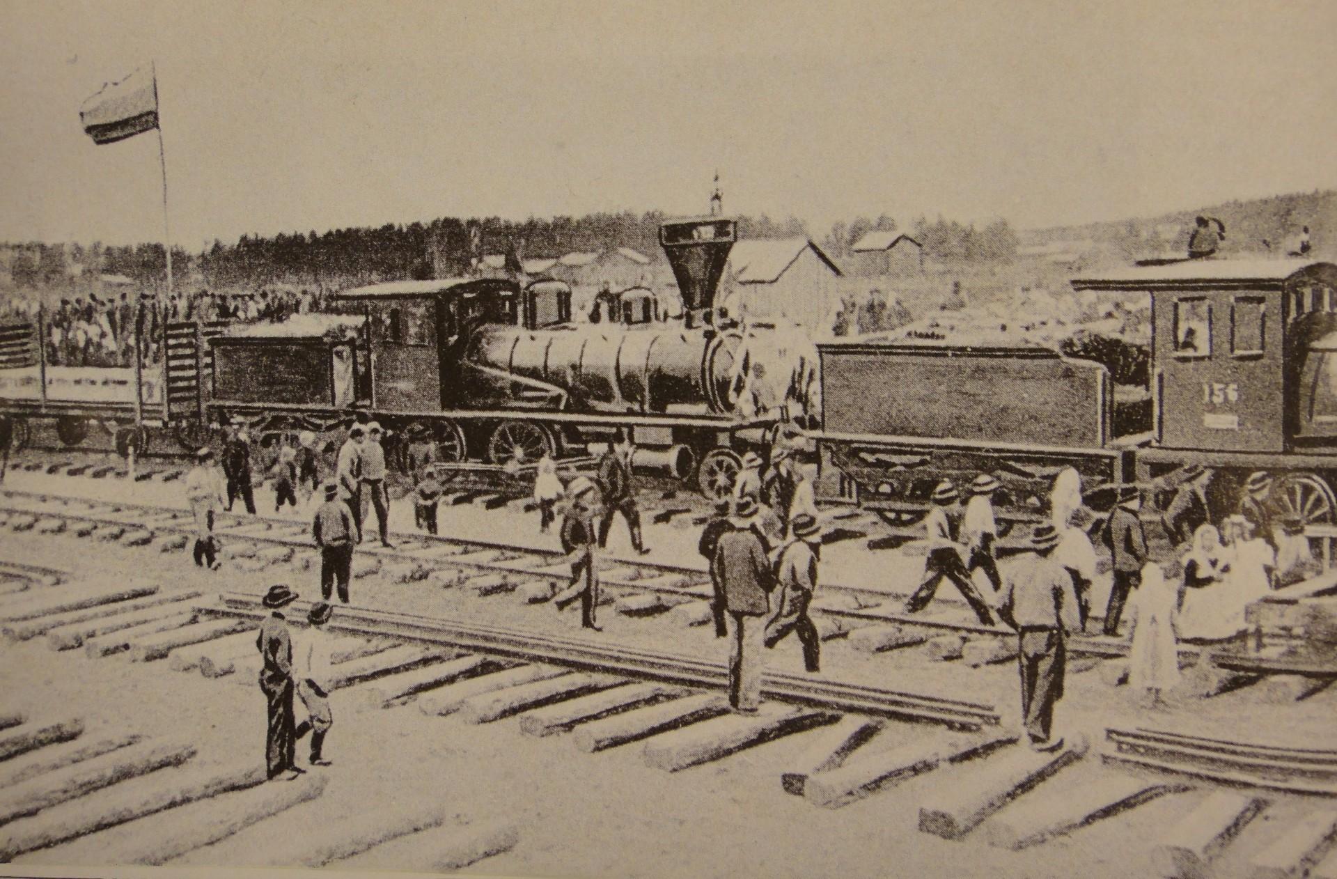 Ensimmäinen juna saapuu Kajaaniin 1904.