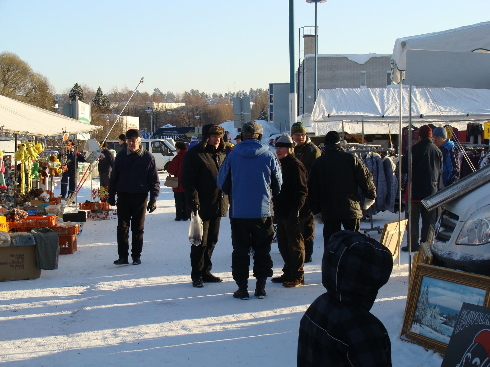 Kajaanin markkinat Kauppatorilla joulukuussa 2010