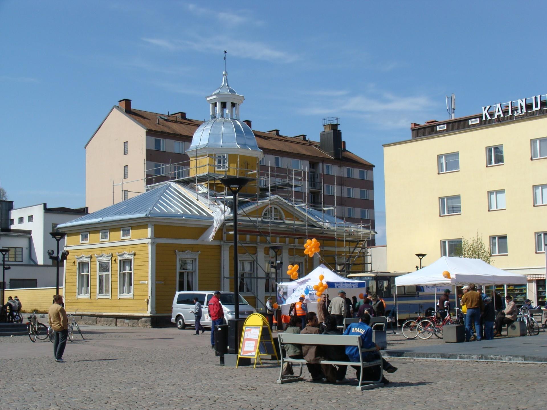 EU-tapahtuma Kajaanin Raatihuoneentorilla toukokuussa 2009