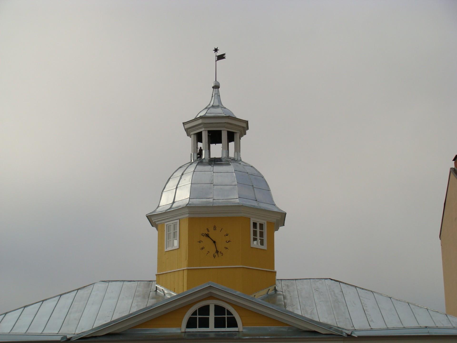 Uusittu Raatihuoneen kellotorni syksyllä 2009
