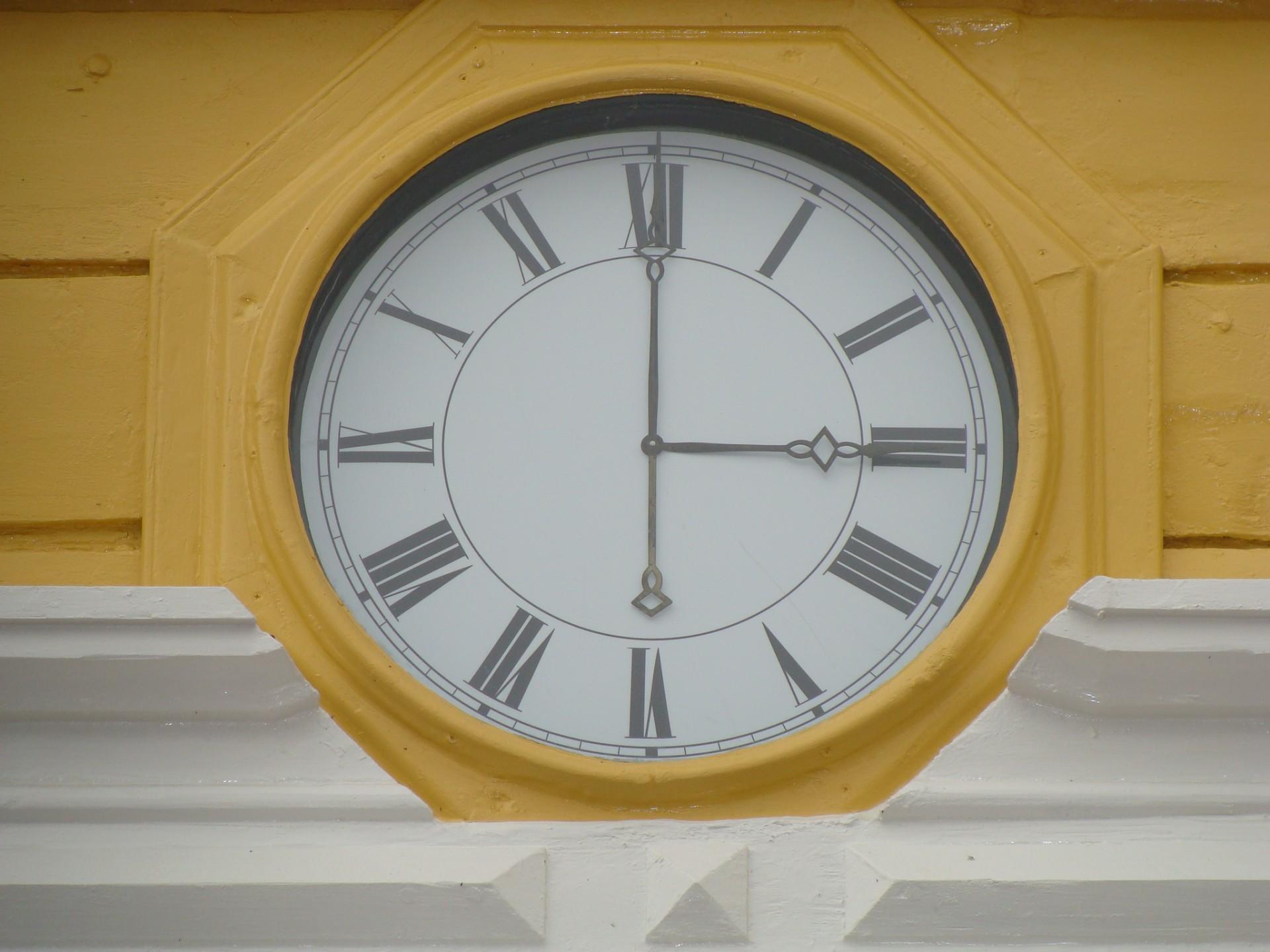 Raatihuoneen  kello