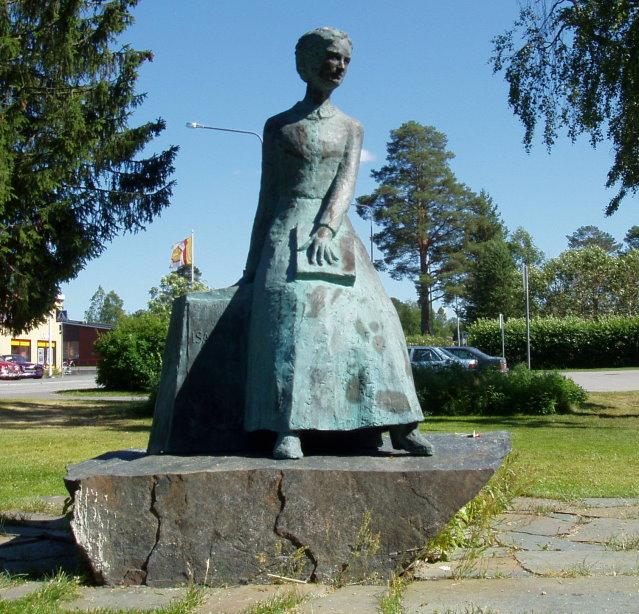 Niilo Rikulan veistämä Isa Aspin muistopatsas paljastettiin 2002.
