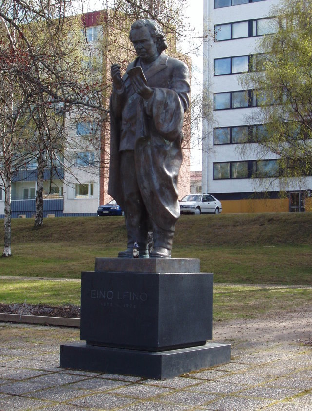 Nina Sailon veistämä Eino Leinon muistomerkki paljastettiin 1983.