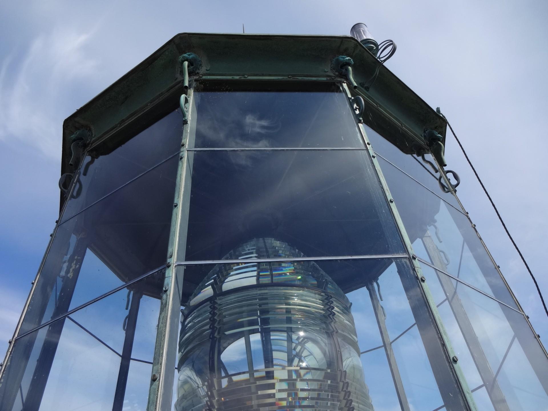 Söderskärin majakassa on Fresnellin järjestgelmän mukainen ranskalaisen Sauter co:n valmistama kristallilinssistö, jotka valmistuessaan 1862 edustivat loistetekniikan ehdotonta huippua.