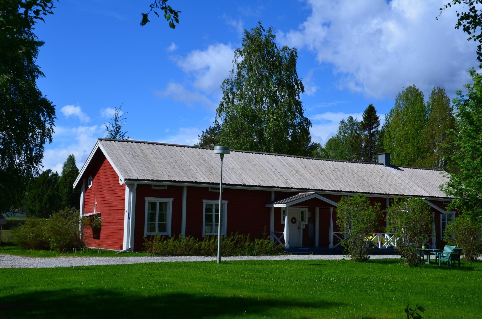 Einjo Leino -perinnetalosta on tullut suosittu kesäinen matkailukohde Paltaniemelle.