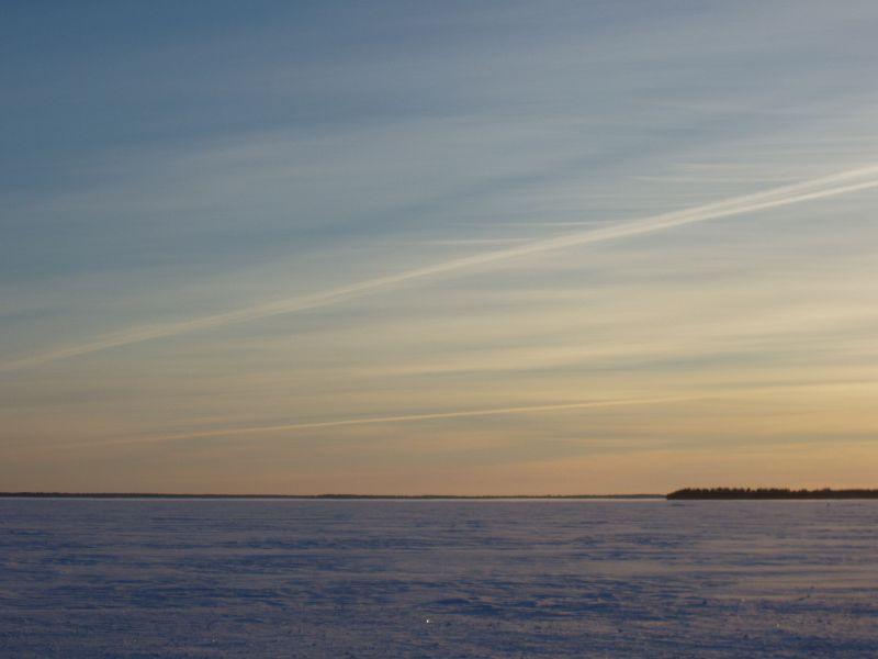 tyynellä järvellä on laiturin päässä