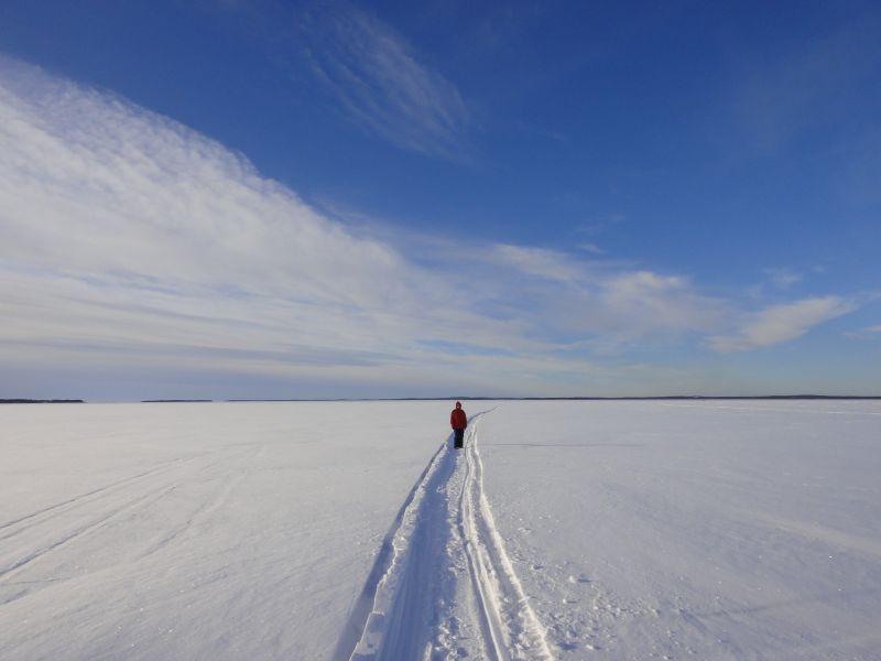 Kainuussa järvet ovat vielä vankan jääkannen peitossa.