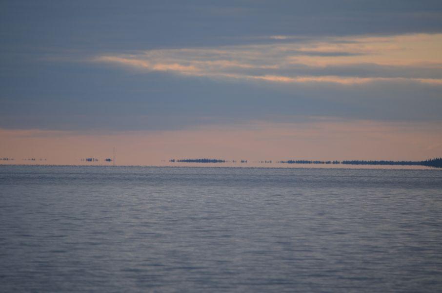 Myös Niskanselkä on avara. Se on maamme toiseksi laajin sisävesiselkä, jossa vastaranta juuri ja juuri näkyy horisontissa.