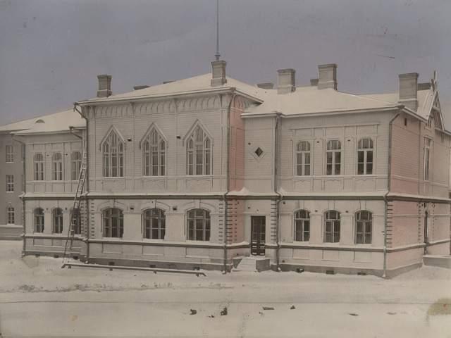 Kajaanin seminaarista lähetettiin ensimmäinen Kainuun radiolähetys Kalevalanpäivänä 1935.