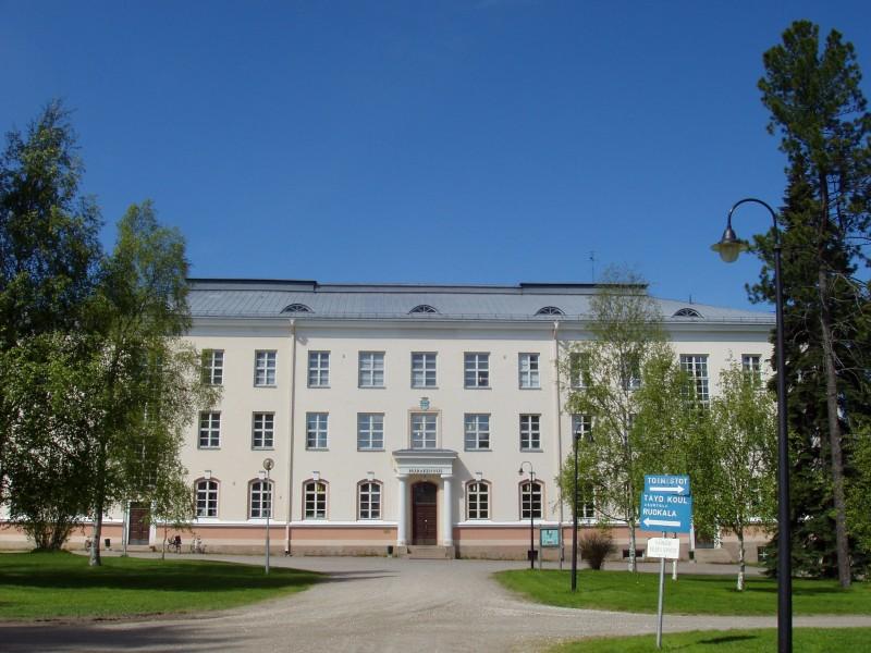 Kajaanin opettajankoulutusyksikön päärakennus 2004