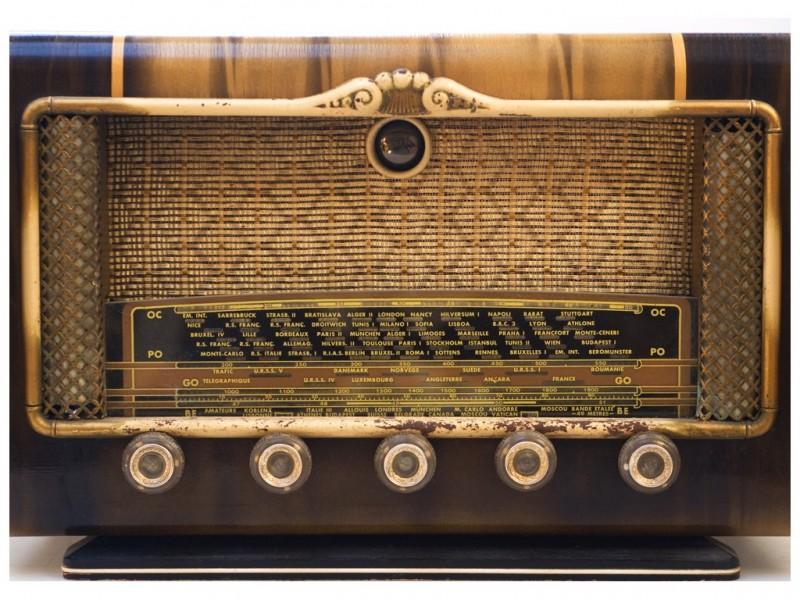 Vanha putkiradio 1930-luvulta