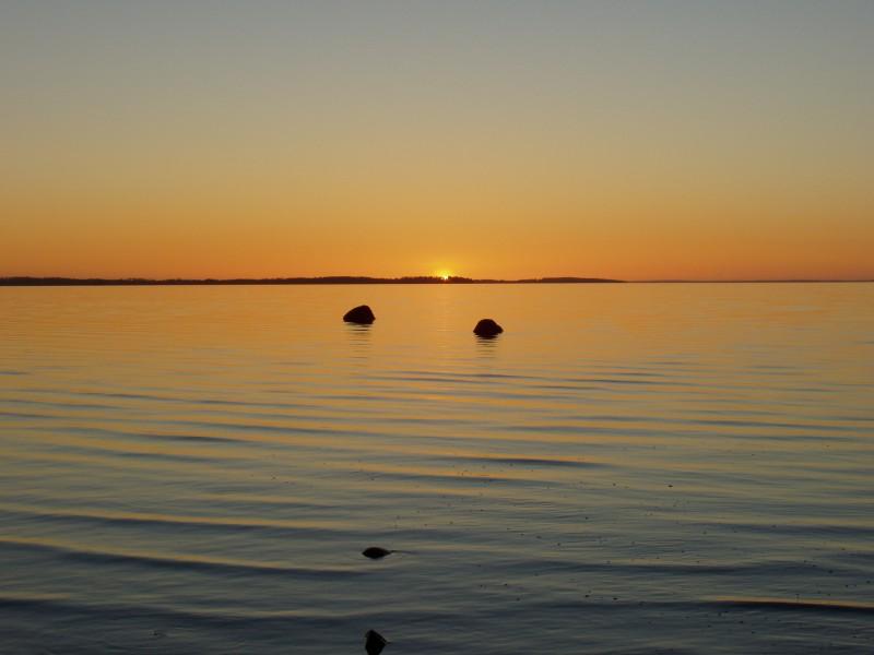 Lokakuussa aurinko painuu päivä päivän jälkeen aikaisemmin mailleen.