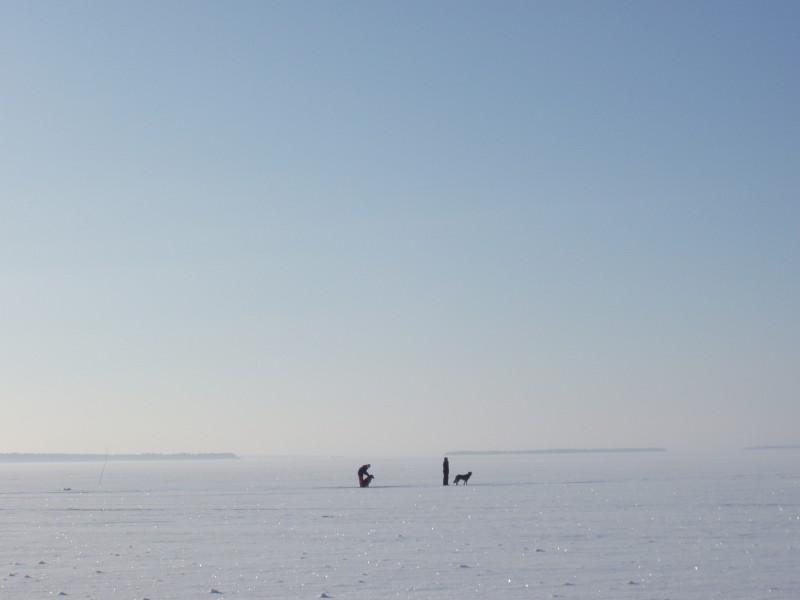 Pilkkijöitä Paltaselällä helmikuussa 2004.